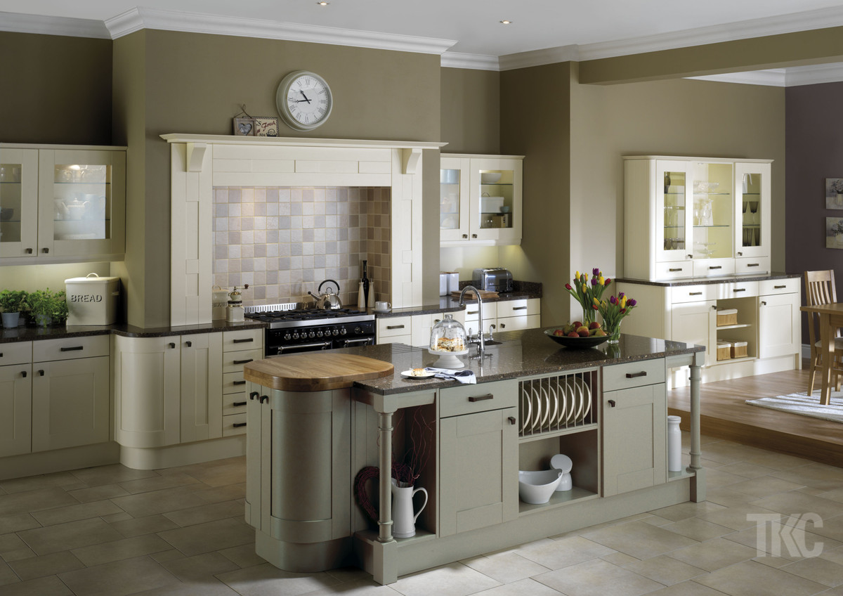 Kitchens macclesfield south manchester kitchen for Traditional kitchen